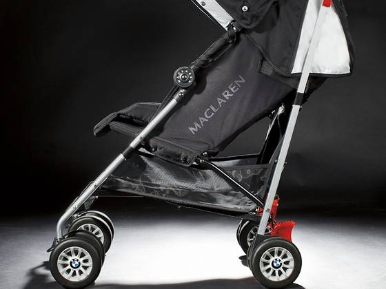 The Maclaren Techno XT Stroller is designed to deliver superior comfort, performance and adaptability for busy families. An aerodynamic frame, streamlined wheels with one step brakes, and an elevated seat allow for easy maneuvering and smooth ride.